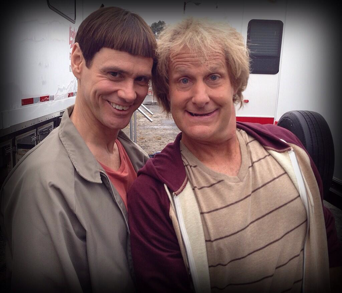 (l-r) Jim Carrey and Jeff Daniels in DUMB & DUMBER YO