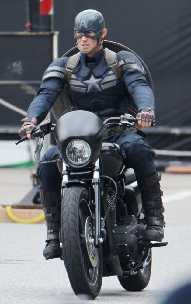 New Captain America suit (CAPTAIN AMERICA: THE WINTER SOLDIER)