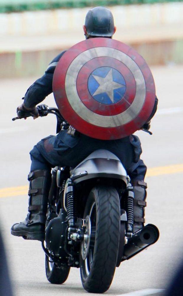 New Captain America suit (CAPtaiN AMERICA: THE WINTER SOLDIER)