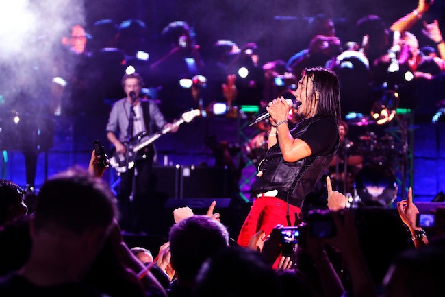 Arnel Pineda singing lead for Journey in documentary DON'T STOP BELIEVIN': EVERYMAN'S JOURNEY
