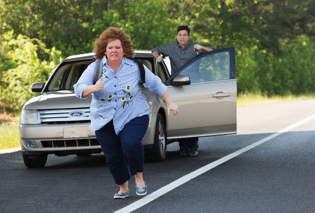 Melissa McCarthy and Jason Bateman in IDENTITY THIEF.