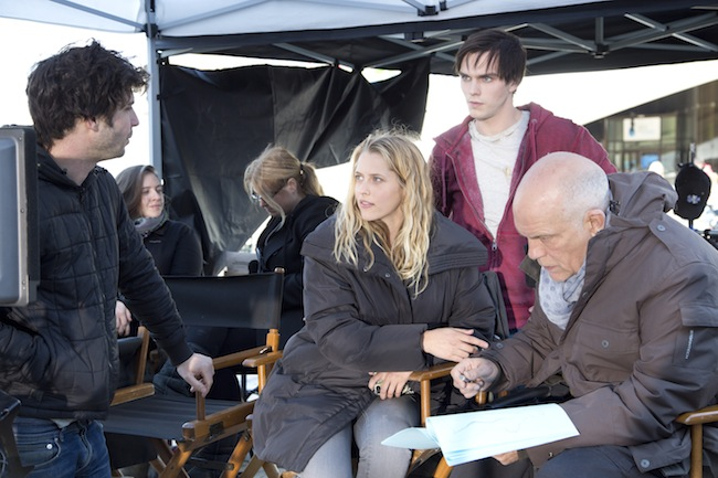 Jonathan Levine directing Teresa Palmer, Nicholas Hoult and John Malkovich on the set of WARM BODIES.
