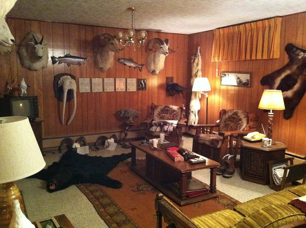 FROZEN GROUND - Moniques recreation of the serial killer's basement.